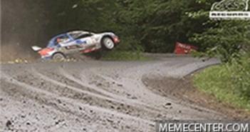 voiture rallye ravin