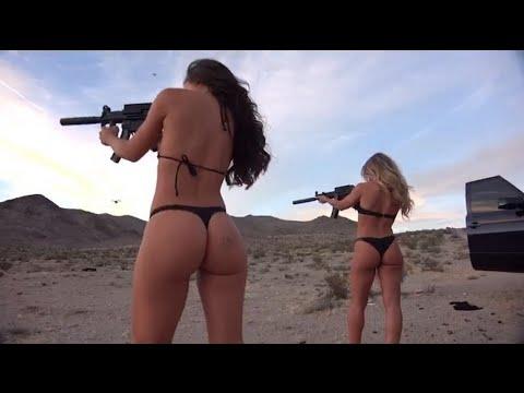 Des Playmates Playboy tirent sur des drones avec des armes de guerre