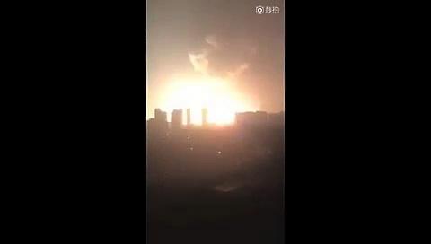 Vidéo amateur de la terrible explosion chimique à Tianjin en Chine