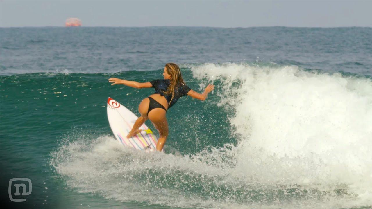 Alana Blanchard est aussi une surfeuse sexy !
