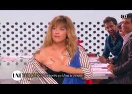 La Nouvelle Edition : Daphné Burki sort un sein pour imiter Marianne